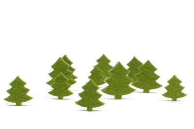 Christbäume aus grünem Filz, Foto: Petra Bork / Pixelio