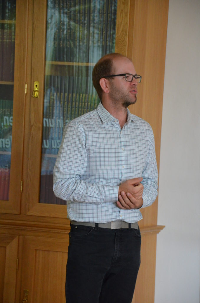 Referent Stefan Achathaler über den Gesundheitsweg im Hallerwald