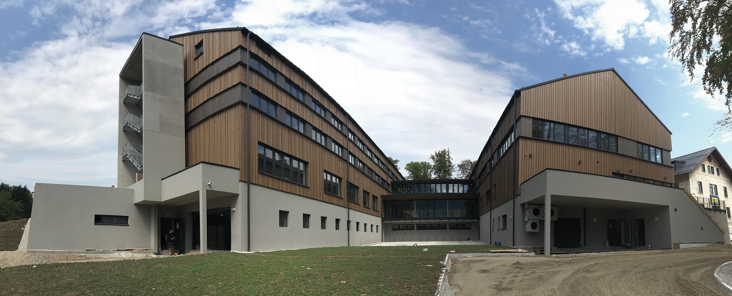 2 Gebäude des Waldcampus Österreich in Traunkirchen