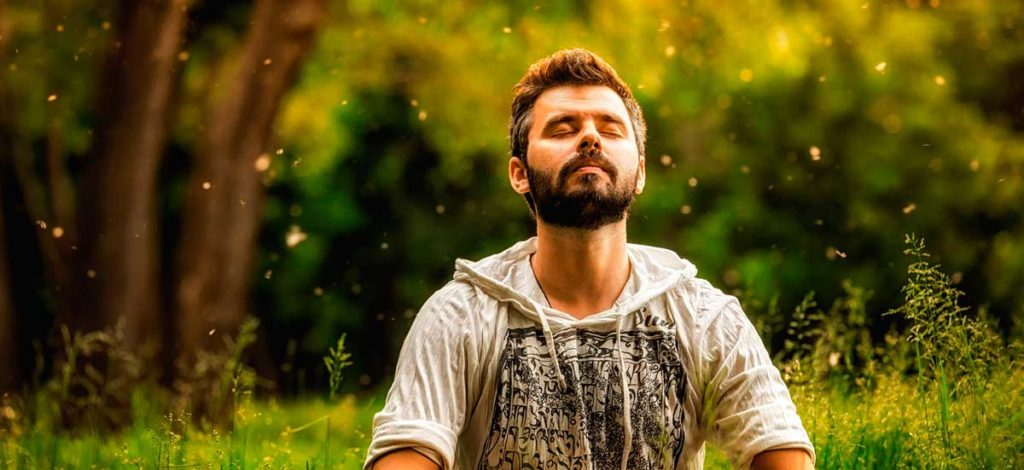 Foto eines meditierenden Mannes