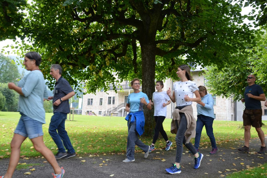 Läuferinnen und Läufer im Park